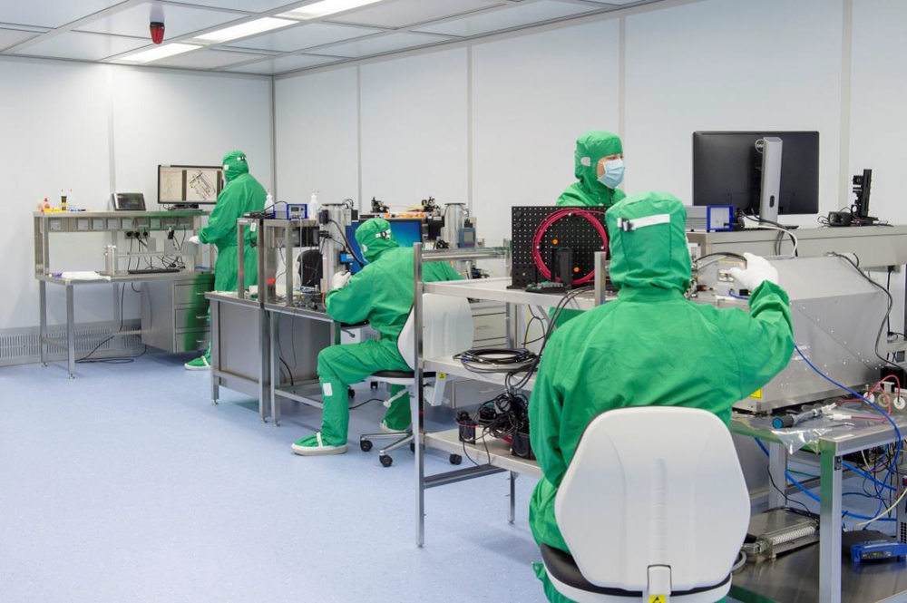 CleanCell cleanroom at Excelitas' Qioptiq site.png