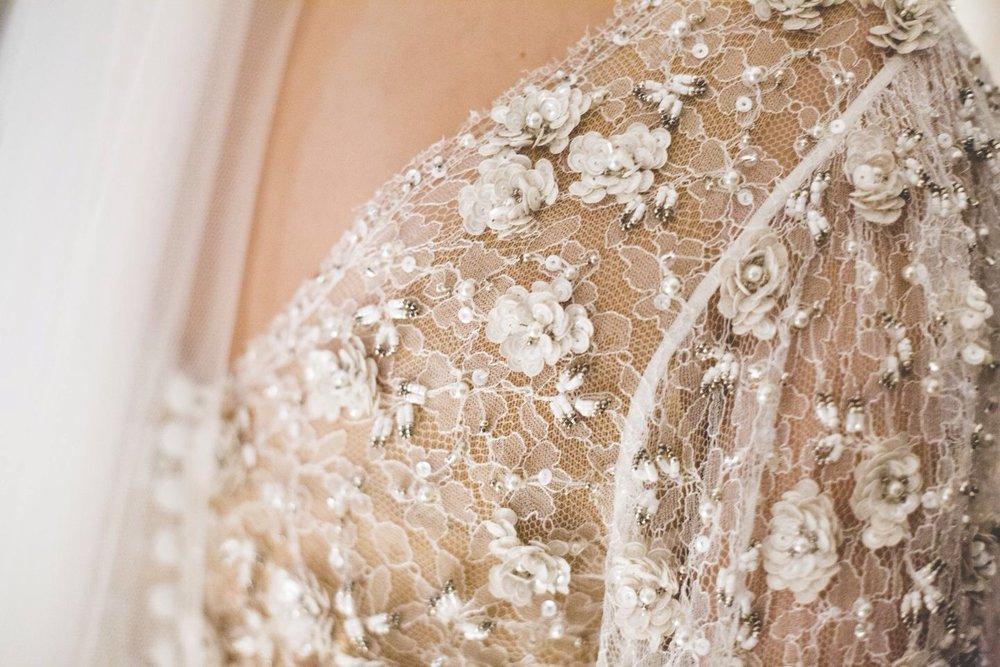 Bordado-Carmen-Maria-Mayz-Encaje-Novia-Boda-Vestido-Diseño-Perlas-Flores.JPG