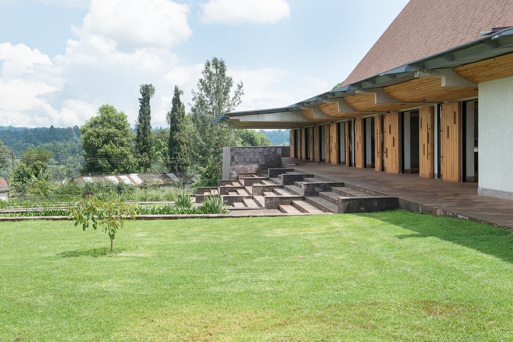 Exterior view of integrated terraced landscaping_-©Aernout Zevenbergen.jpg