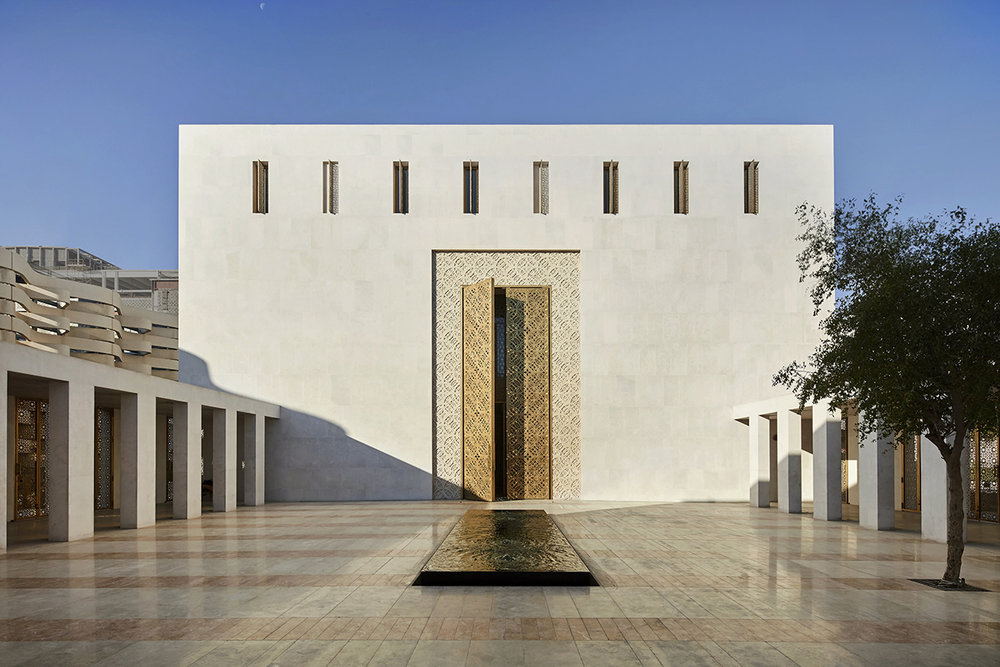 2_Main entrance to prayer hall from courtyard_copyright_Hufton and Crow.jpg