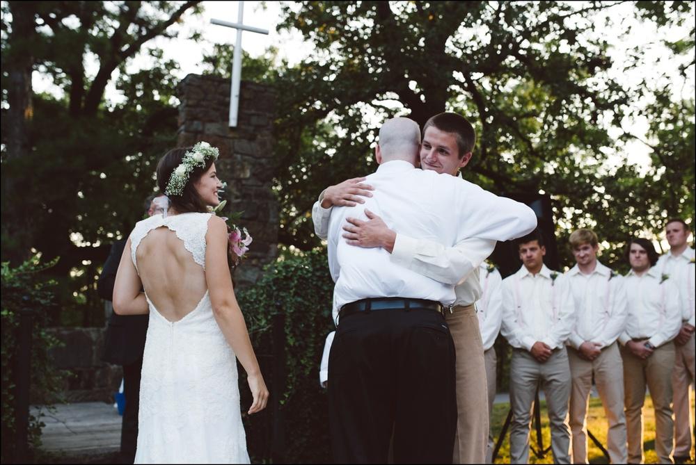 Fayetteville-Arkansas-Mount-Sequoyah-Summer-Wedding_0314.jpg