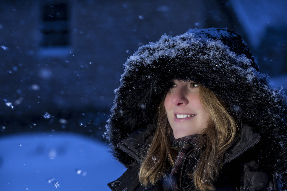 Donna in the snow night.jpg