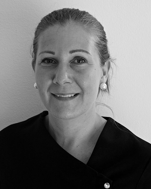 ***Meet The Team*** Carly is our Holistic Therapist. She specialises in therapeutic treatments like reflexology, Indian head massage and lymphatic drainage massage. She has also recently completed courses in LVL lashes and eyelash extensions. #thecobhamclinic #holistictherapy #reflexology #lvllashes #eyelashextensions #surrey #cobham