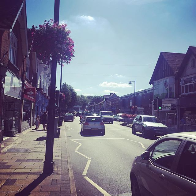 ☀️ The Sun is Shining on Cobham Highstreet ☀️ Its days like today where we wish we could treat our clients outside 😄 #workingandtanning #sportsmassage #sportsrehab #osteopathy #preandpostnatalosteopathy #beauty #health #thecobhamclinic #cobhamhighstreet #cobham #surrey
