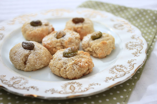 Pistachio, cardamom and almond macaroons — Nutmegs, seven