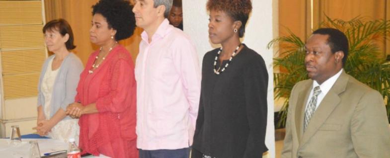 Lancement officiel du PEC/PEKK, 20 Mai 2015, à l'hôtel Montana.De gauche à droite:Représentante de Cooperazione Internazionale (COOPI), Mme Morena Zuchelli,Présidente de CHAPPE, Mme Maguy Durcé,l'Ambassadeur de l'Union Européenne en Haïti, M. Javier Niño Perez,la Ministre de la Culture, Mme Dithny Joan Raton etDirecteur Exécutif du VDH, M. Arnoux Descardes