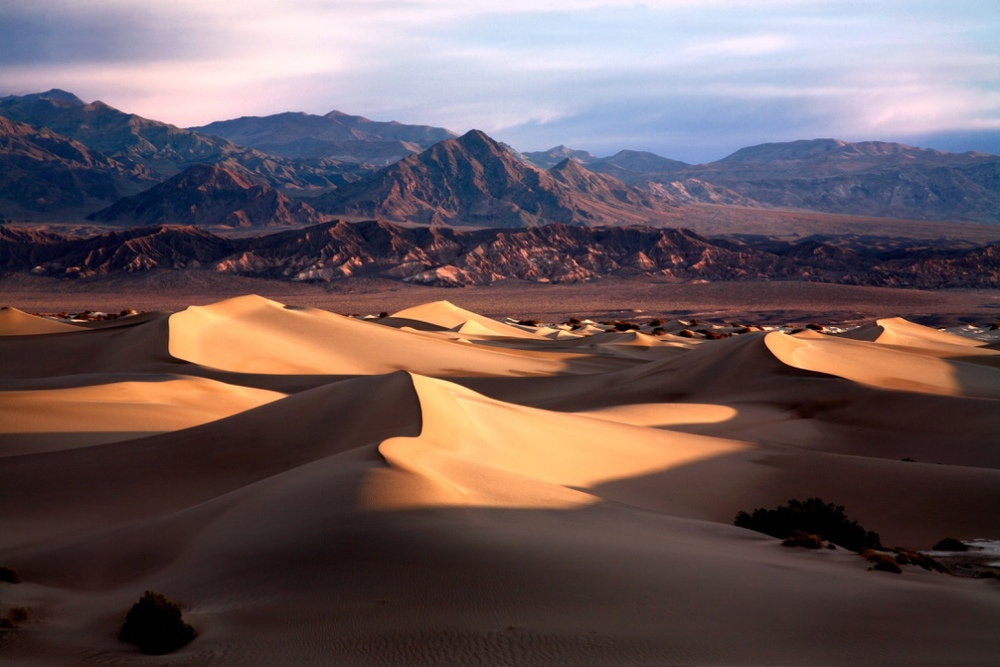 DEATH VALLEY NATIONAL PARK - CALIFORNIA - (PHOTO: DOUG LEMKE  /SHUTTERSTOCK)