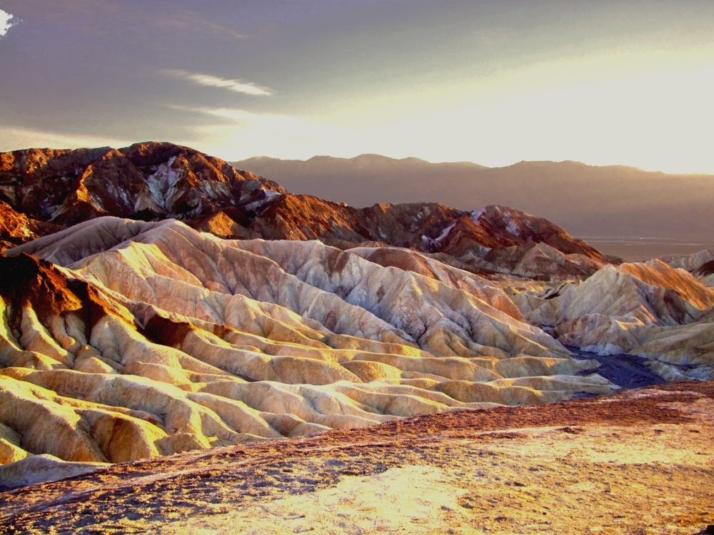 THE COLORS OF SUNSET IN DEATH VALLEY NATIONAL PARK - (PHOTO: BRUNITAGIO/SHUTTERSTOCK)