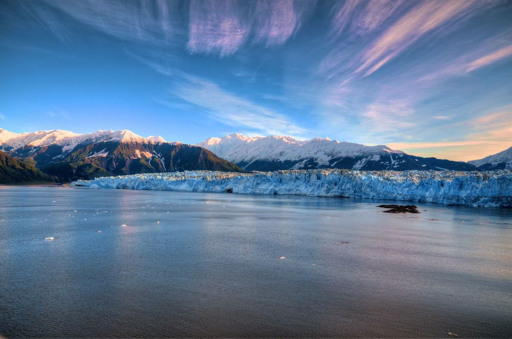 SUNRISE AT HUBBARD GLACIER - (PHOTO: LUIS BAUCAULT/SHUTTERSTOCK)