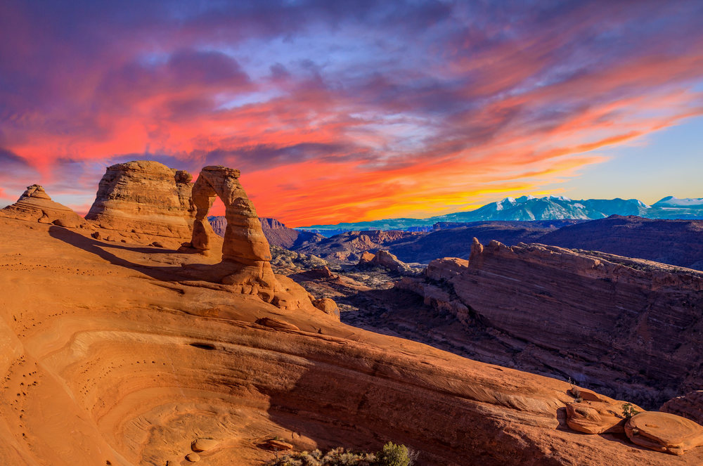 BEAUTIFUL SUNSET AT DELICATE ARCH – (PHOTO: JOSEMARIA TOSCANO/SHUTTERSTOCK)