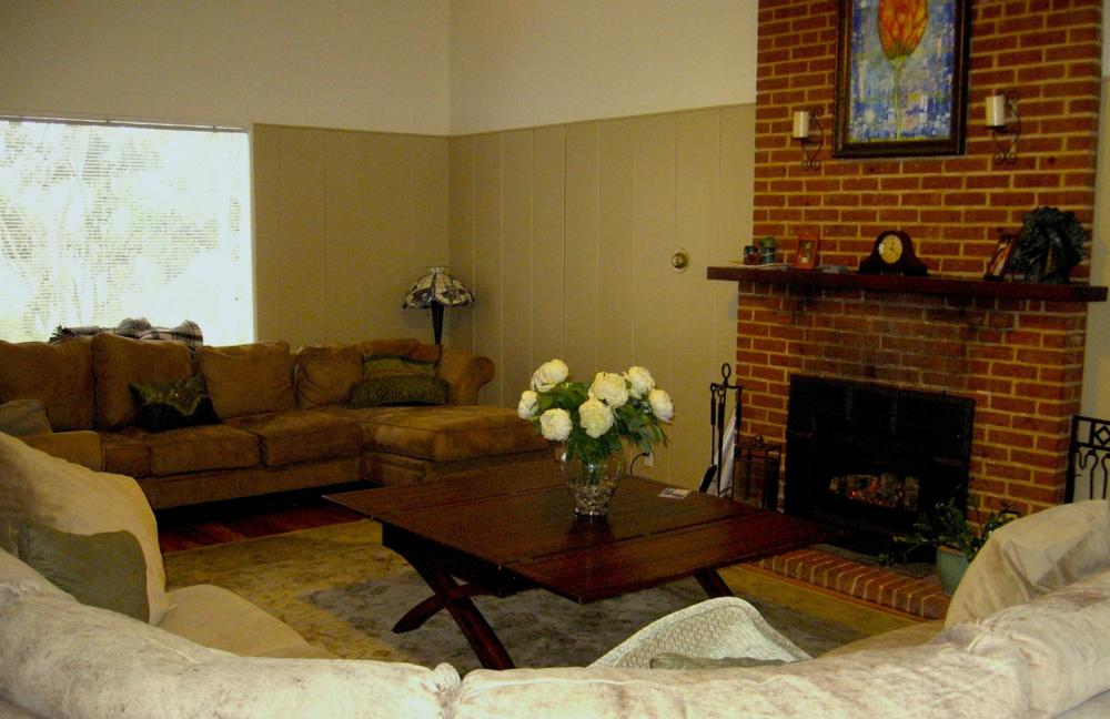 familyroom.jpg