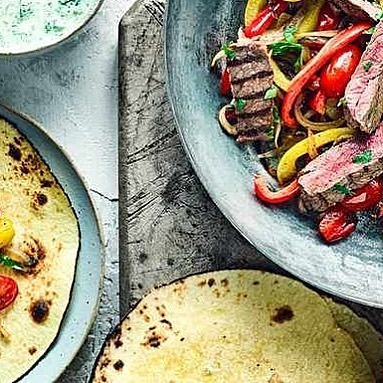 What does #FridayNight mean? It means it's fajita time :-D Check this recipe for sizzling #steak ones, here: buff.ly/2mnK6Rn