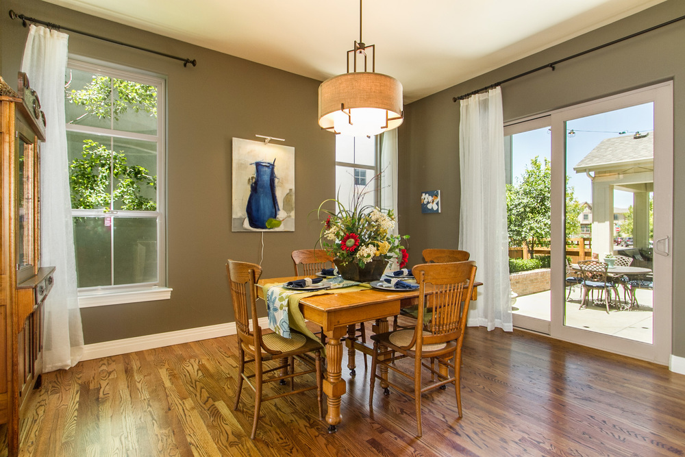 1306988_Large-Dining-Room-Opens-To-Patio_high.jpg