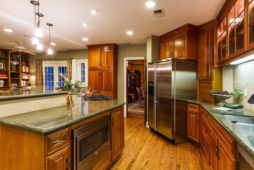 1183125_Stainless-Pro-Style-Appliances--Granite-Counters_high.jpg