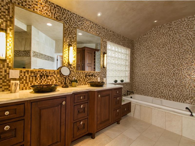 1368078_enSuite-Master-Bath-is-Fully-Tiled_800x600.jpg