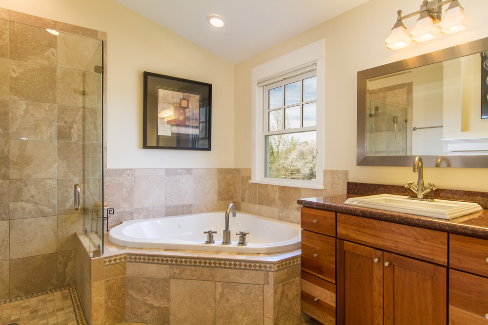 1246097_Master-Bath-Has-Shower-Stall-And-Jetted-Tub_high.jpg