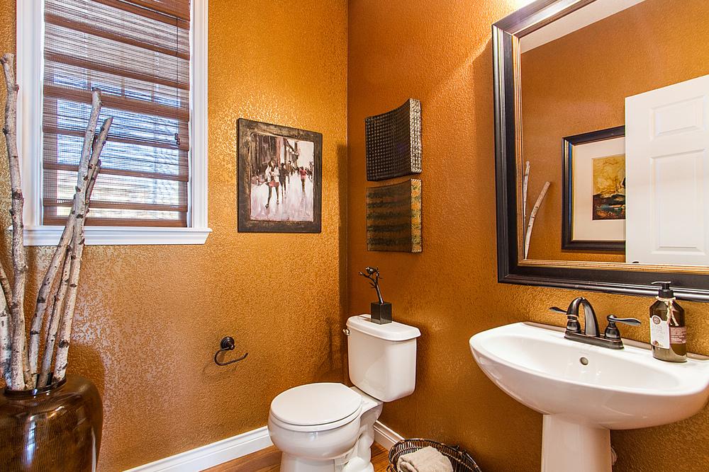 1443767_Main-Floor-Powder-Bath_high.jpg