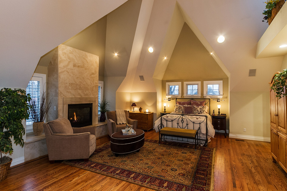 1183151_Vaulted-Master-Suite-with-Gas-Fireplace_high.jpg
