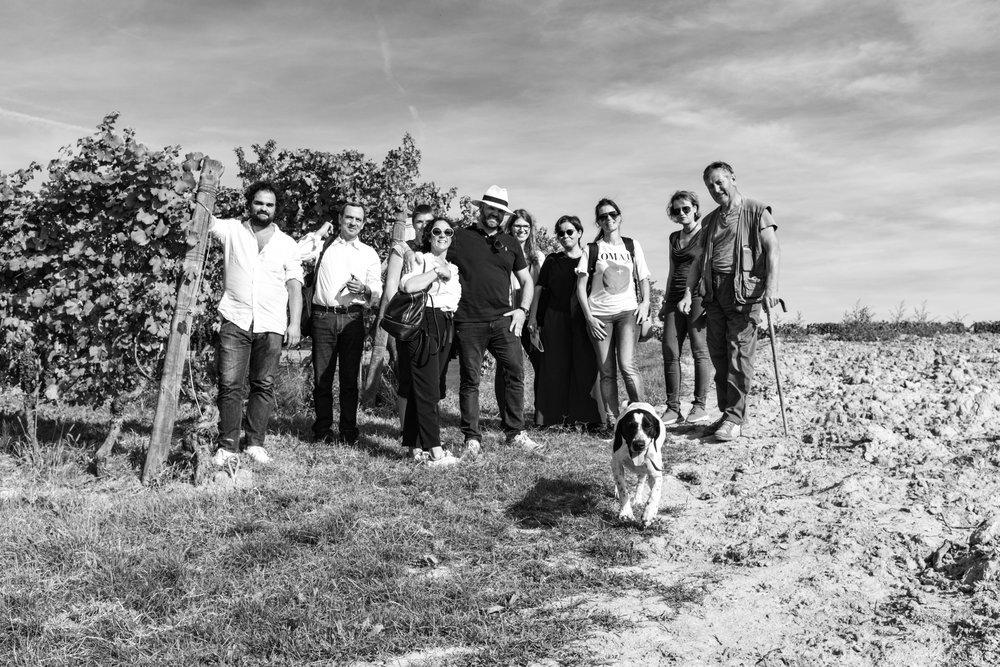 O grupo NUTS na caça à trufa em La Morra com Marco e Fido