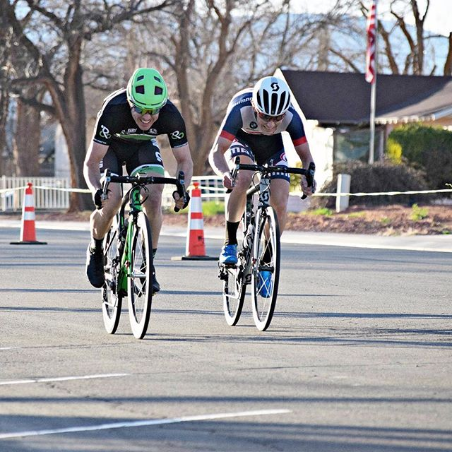 Sprint finish from Saturday's race. Results are now on our website. #desertcitycritseries