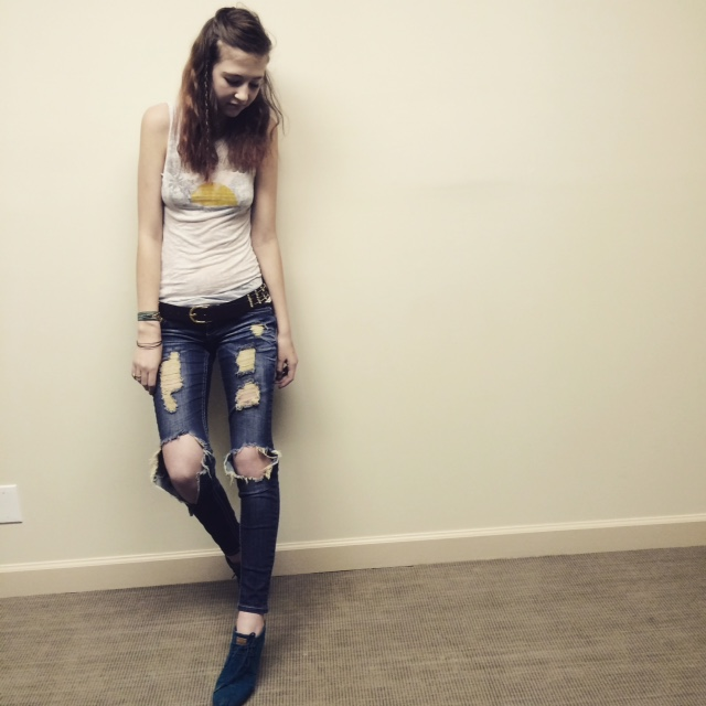 Maelyn ripped jeans.JPG