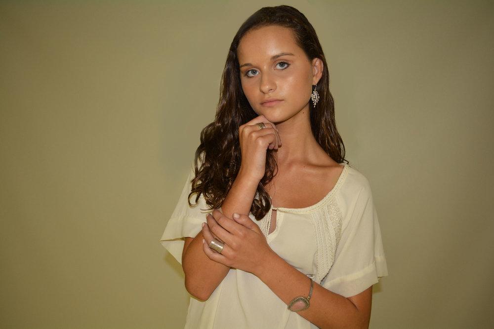 Abby-Off-white-shirt-WS_1_edit_Web.jpg