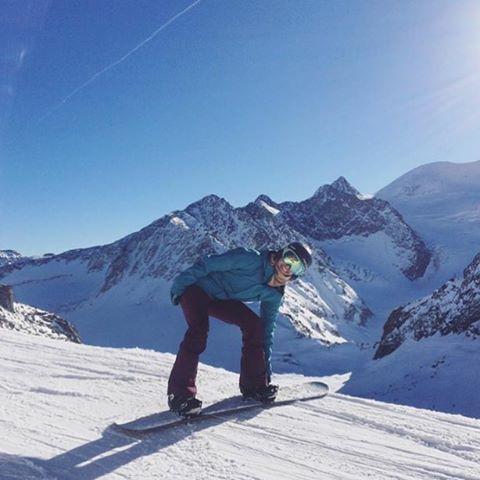 Yeah @lindseyjacobellis ! Austria looks amazing! #getoutdoors #cb #cbsportsapparel #winterishere #austria #snowboarding
