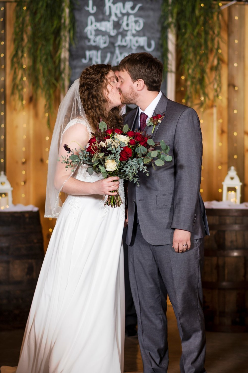 Bates_Roberts_Wedding_SneakPeek_22 (Large).jpg