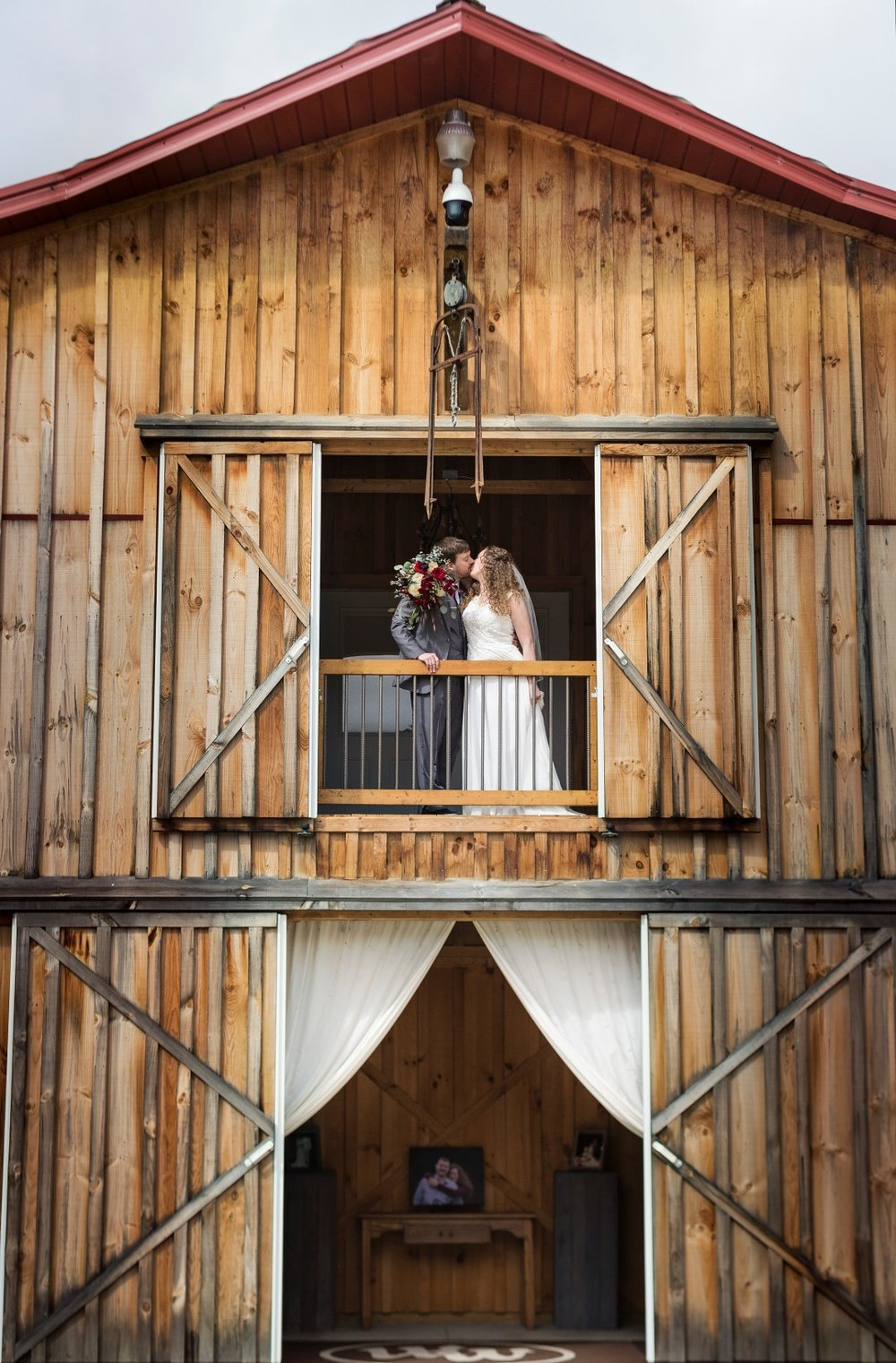 Bates_Roberts_Wedding_SneakPeek_25 (Large).jpg