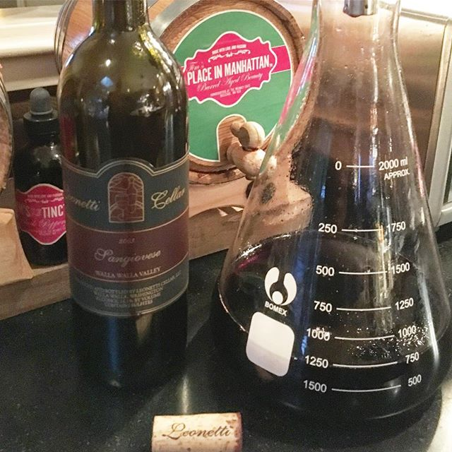 Friends let friends drink 2003 Leonetti Sangiovese! (And bring it to dinner!!) . . #leonetti #sangiovese #2003leoneti #2003 #meaneycafe #piedmont
