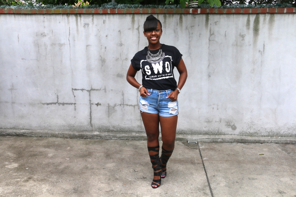 cutoff shorts_graphic t-shirt_gladiator sandals