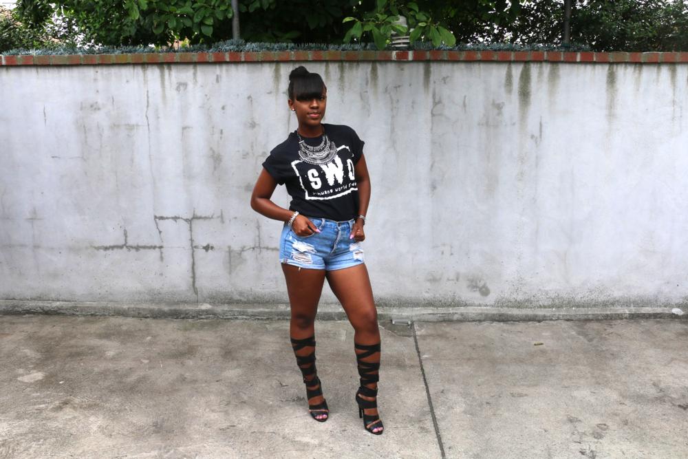 cutoff shorts_graphic t-shirt_gladiator sandals