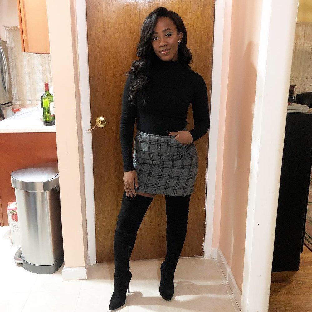 Top: Forever21  (similar ,  similar ) | Skirt: Old ( similar ,  similar ) | Boots:  JustFab  ( similar ,  similar )