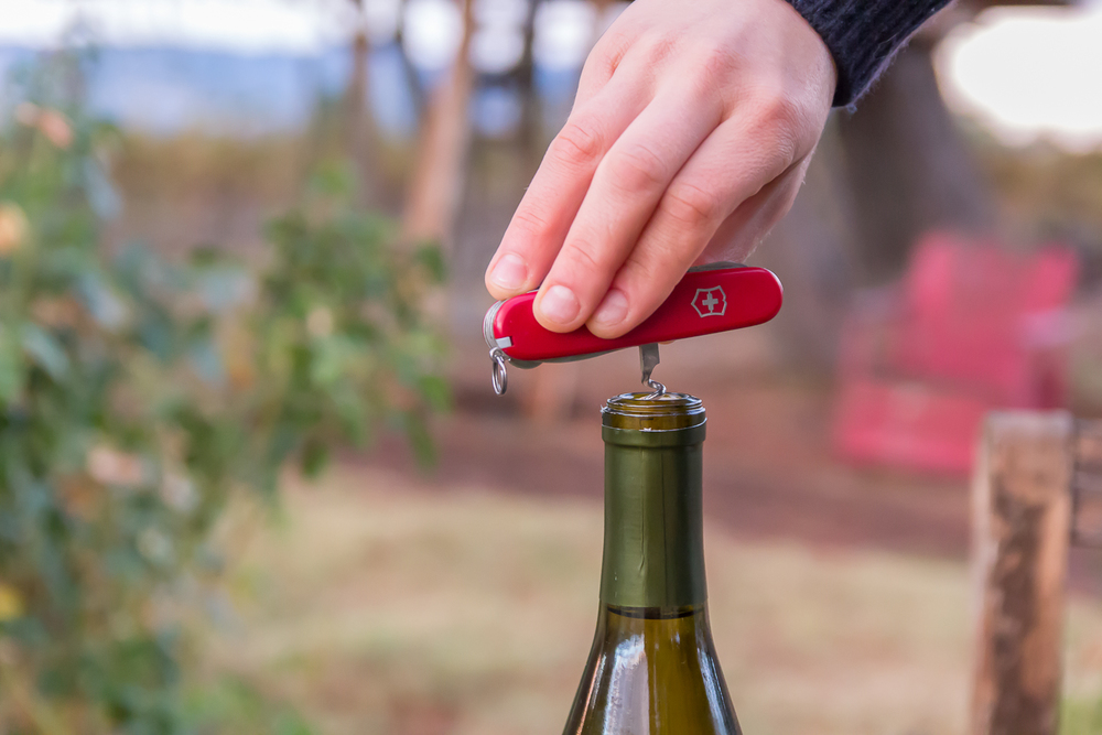 wine_opening_2.jpg
