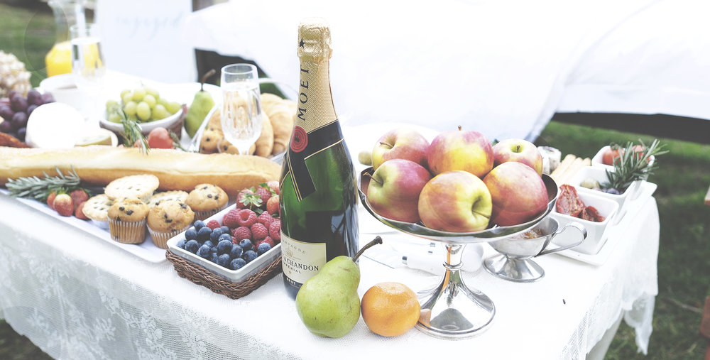 Clandulla Cottages Moet Champagne Engagement Picnic Lovelenscapes Wedding Photographer