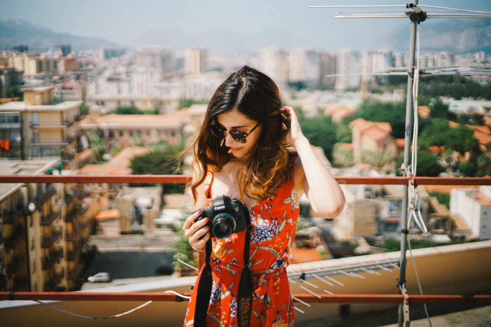 Ciao, mi chiamo Miriam - Sono una fotografa e racconto storie d'amore.