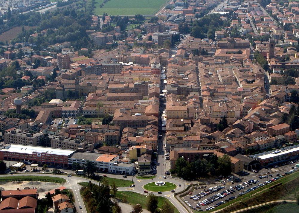 1280px-Guastalla_aerea.jpg