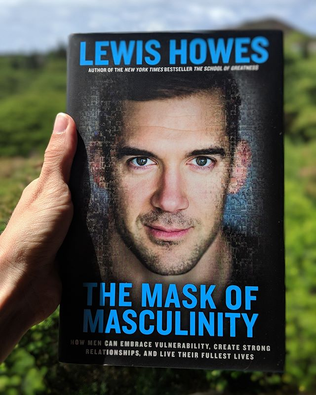 In the summer of 2016, I was lucky enough to meet @LewisHowes in person at a @DanielleLaPorte event. He gave me a great big hug and was genuinely interested and present with me. Since then I have been such a huge fan of him and his message. Although this book is marketed toward men, it's still an excellent read for women to be able to take the information that Lewis shares and use it to understand the men in your life on a deeper level. Have you read this book? What were your favorite takeaways?