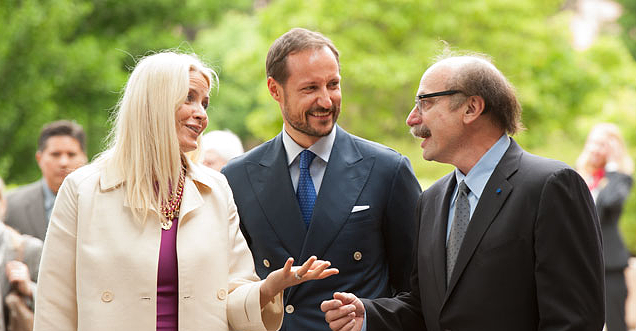 Crown Prince Haakon of Norway and his wife Crown Princess Mette-Marit learning about design thinking with David Kelley during a visit to the Stanford d.school in May 2013. Courtesy of Stanford Office of International Affairs   http://oia.stanford.edu/news/their-royal-highnesses-crown-prince-haakon-and-crown-princess-mette-marit-norway-visit-stanford