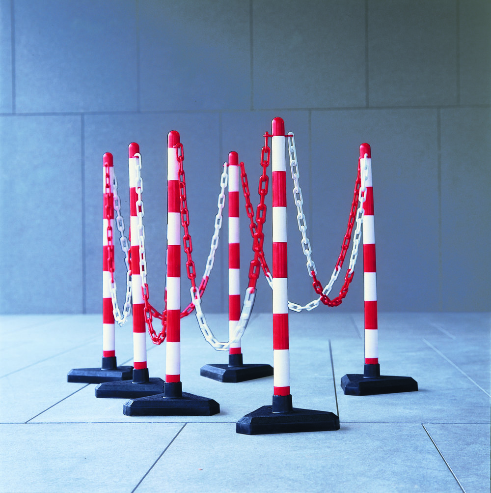 Chain & Posts - Smart, low cost chain and post kits to provide an immediate barrier for pedestrian control. Idea for small events.> PRICES FROM £11.00