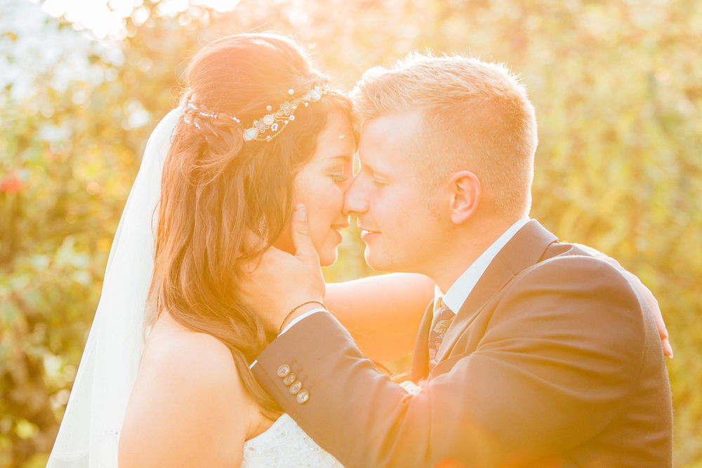 Kent - Wedding – The Secret Garden – Michelle & Sam – The Kiss