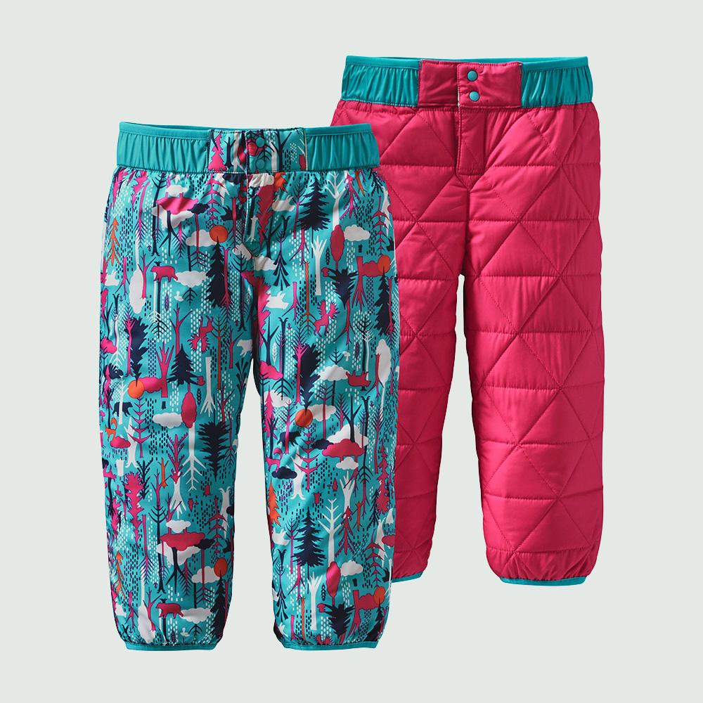 OVERGANGSSÆT, vendbar jakke og bukser.Overgangs_pink,str. 0-30 mdr. Vaskeanvisning: Normal vask på 30°, tåler ikke blegning, tørretumbling ved lav varme, må ikke stryges.