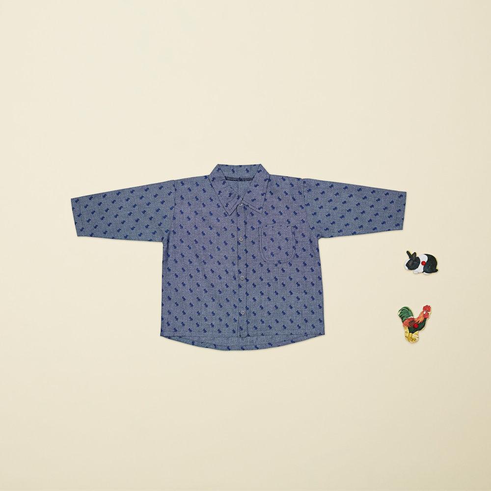 En af vores favoritter til drengene i størrelse 80, er den flotte drengeskjorte med VIGGA storke. Den er lavet i det blødeste GOTS certificeret økologisk bomuld.