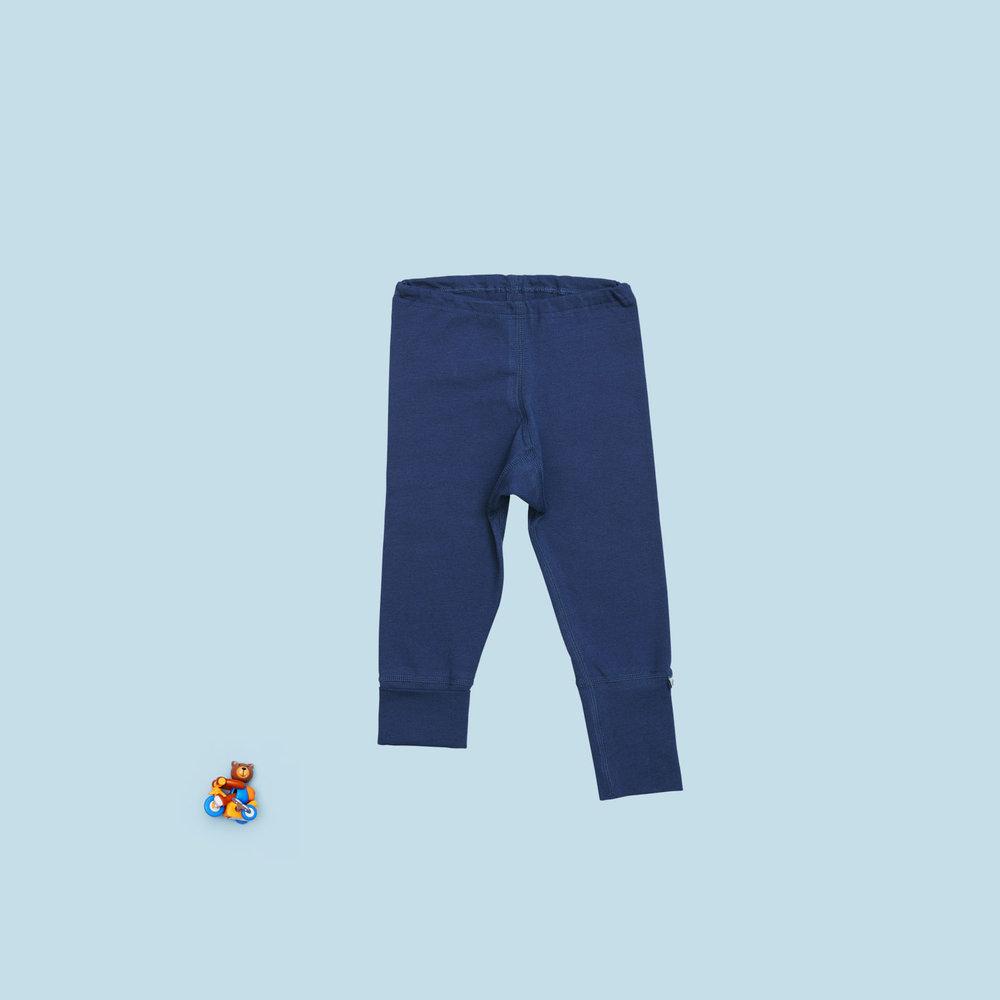 Blå bukser i økologisk bomuld.