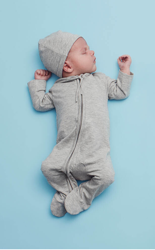 Din lille baby bruger det meste af tiden på at sove og spise.