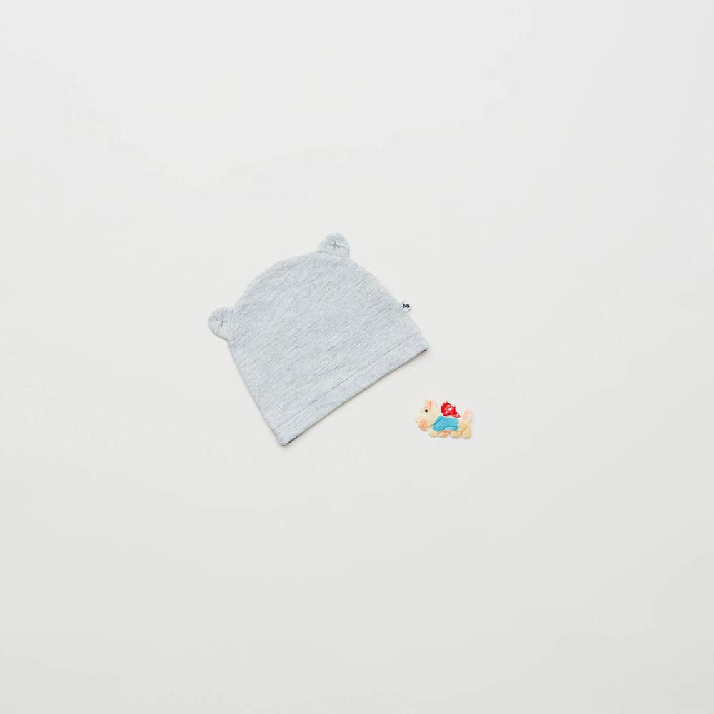 Denne lækre hue - med små fine ører - med i pakken til drenge i størrelse 62.