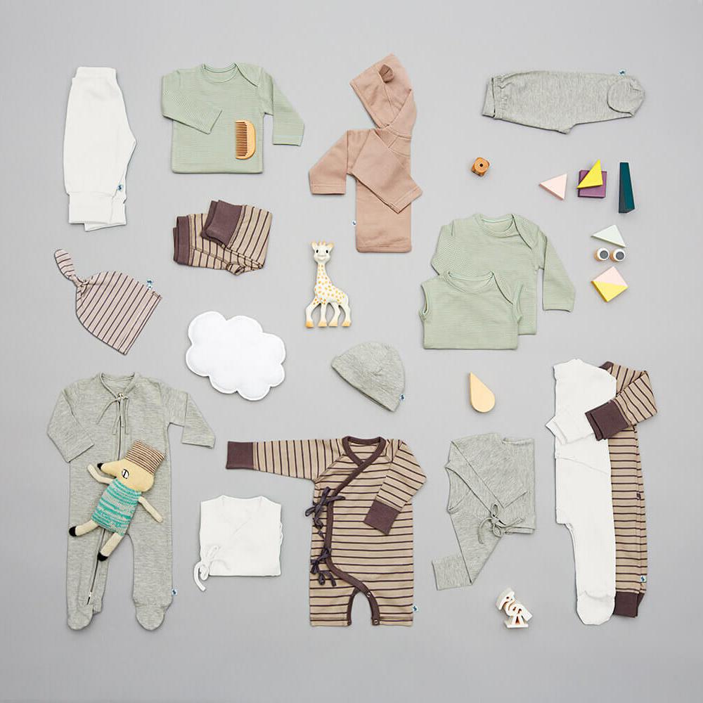 En VIGGA Newborn pakke indeholder 15 stykker økologisk designer babytøj.