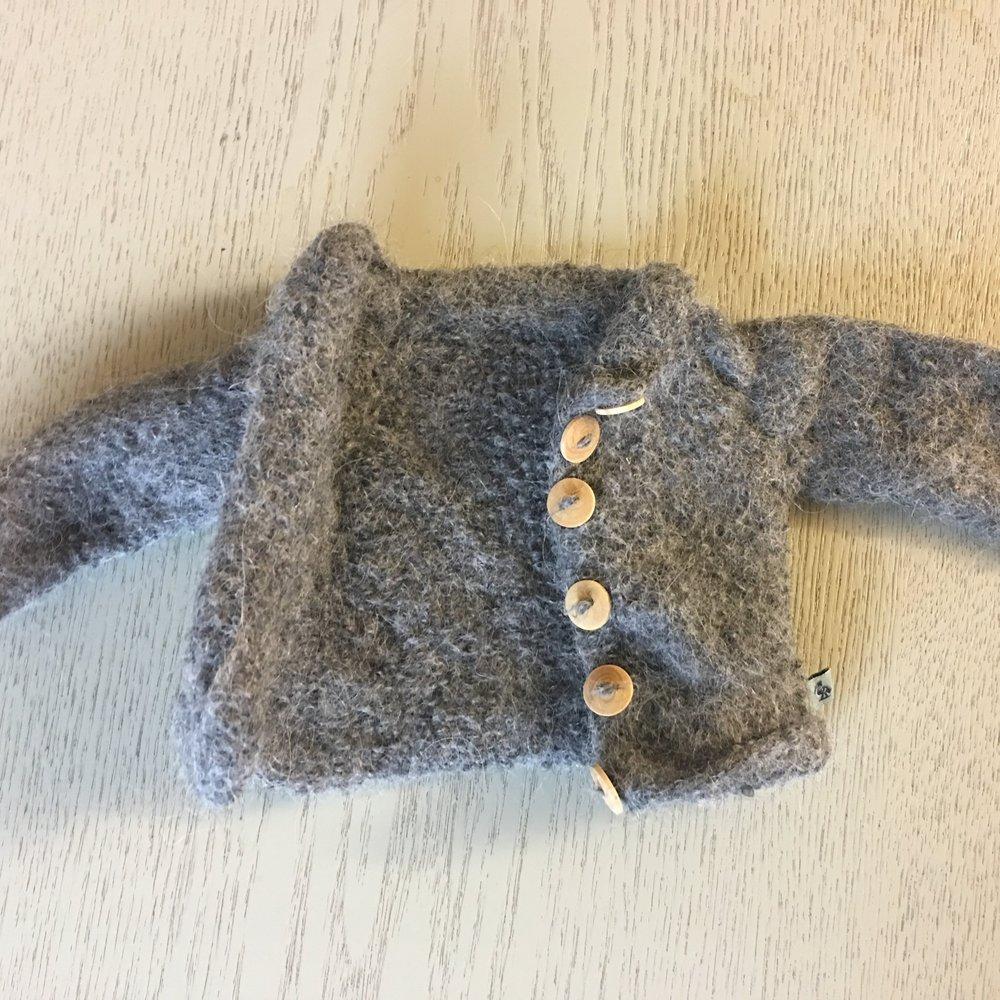 Når uheldet er ude... Denne Alpaca cardigan er blevet vasket i maskinen. Den kan desværre ikke reddes og bliver kasseret.