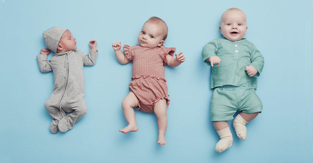Kids grow, clothing do not! There is only three months between the infant to the left compared to the baby to the right, who is on his third round of clothing while having outgrown two wardrobes already! This is expensive, a challenge for many families and a waste of resources.
