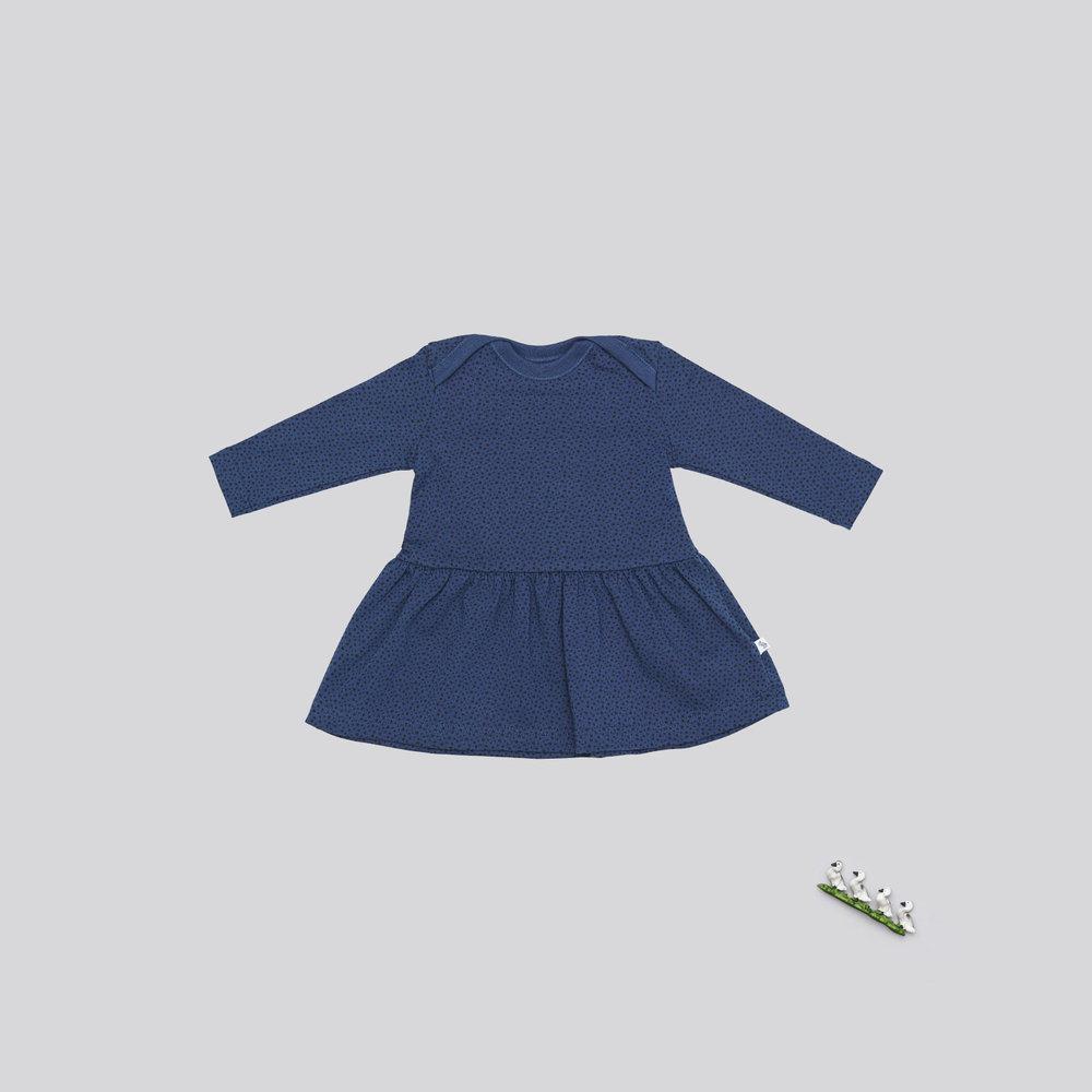 En af vores favoritter til de små piger er den fine blå kjole med prikker. Den er perfekt med et par strømpebukser eller vores blå uld leggings under.